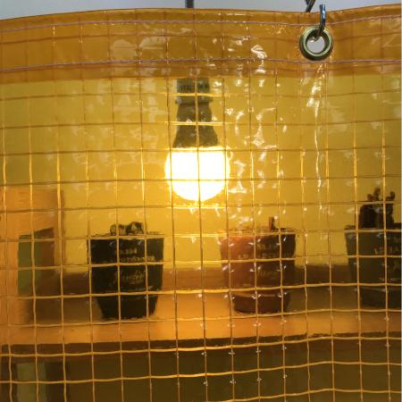 防虫(薄手)の糸入り透明ビニールカーテン(VP-350B)光の透け方